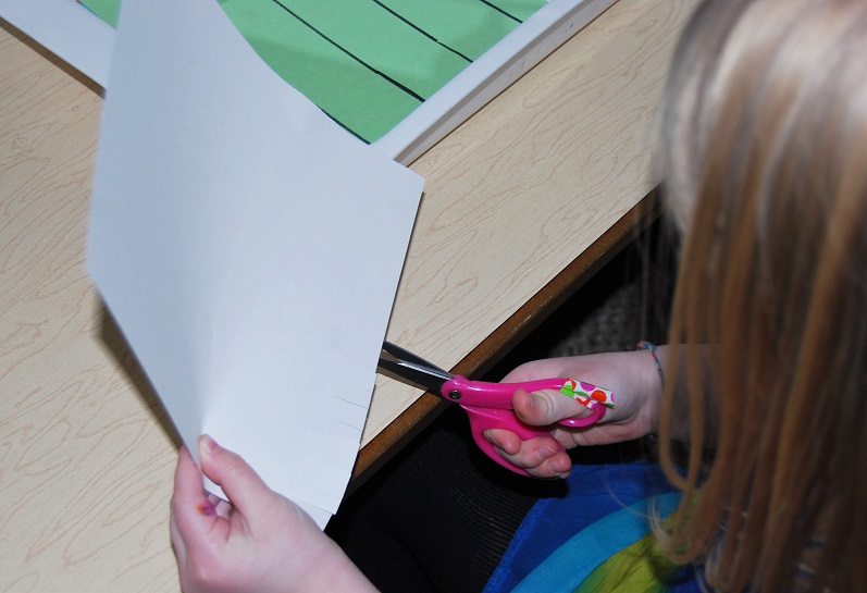 Cutting the fringe of the paper in preschool